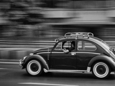 """""""Think small"""", czyli niezapomniana kampania reklamowa Volkswagena Garbusa"""